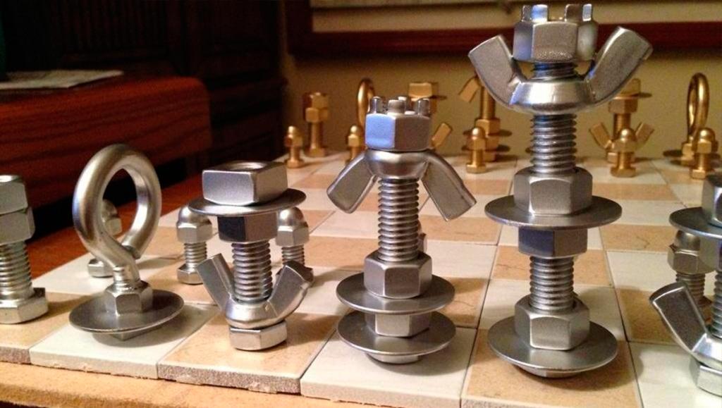 piezas de ajedrez artesanales tornillos y ferretería