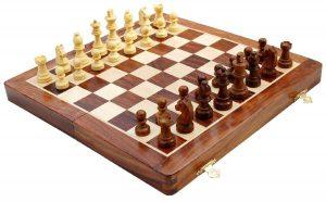 tablero de madera de ajedrez