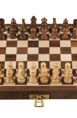 tablero de ajedrez de madera hecho a mano
